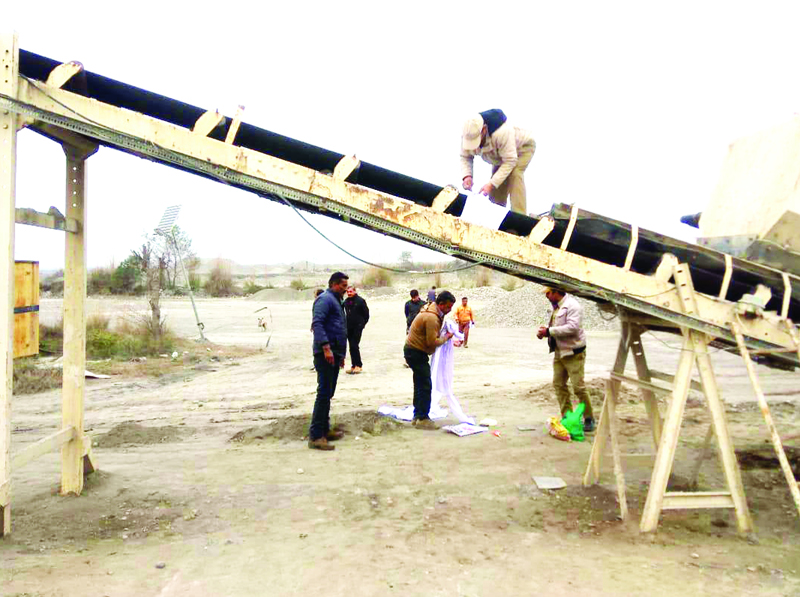 Geology and Mining officials sealing a stone crusher in Keedian Gandyal in Kathua on Tuesday. Excelsior/Madan