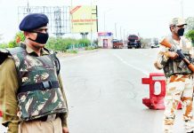 Para-military personnel stand guard during fifth day of lockdown in Jammu on Friday. -Excelsior/Rakesh
