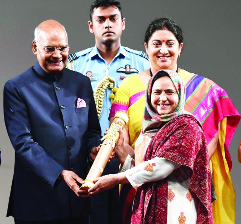 President Kovind presented the Nari Shakti Puraskar to Arifa Jan. Braving all the odds, Arifa Jan from Kashmir has taken up the daunting task to revive the Numdha handicraft. She has employed more than 25 Kashmiri artisans and trained more than 100 women. WomensDay