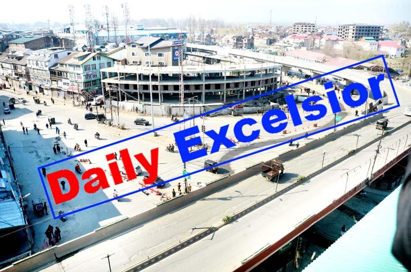 A view of virtually deserted Srinagar roads on Thursday. -Excelsior/Shakeel
