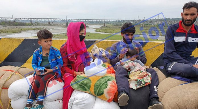 People camping at Lakhanpur border after authorities stopped entry of people into J&K on Monday. —Excelsior/Madan Magotra