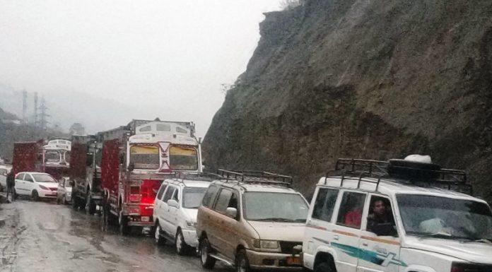 Vehicles stranded between Nashri and Jawahar Tunnel due to closure of Jammu-Srinagar National Highway on Thursday. —Excelsior/Parvaiz Mir