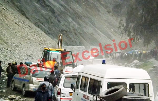 Vehicles stranded on NH due to landslides at Cafeteria Morh, Ramban on Saturday. -Excelsior/Parvaiz Mir