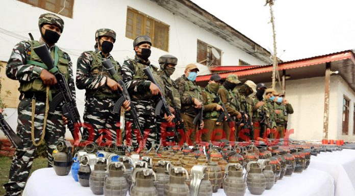 Explosives recovered from Keran sector in Kupwara on Monday. —Excelsior/Abid Nabi