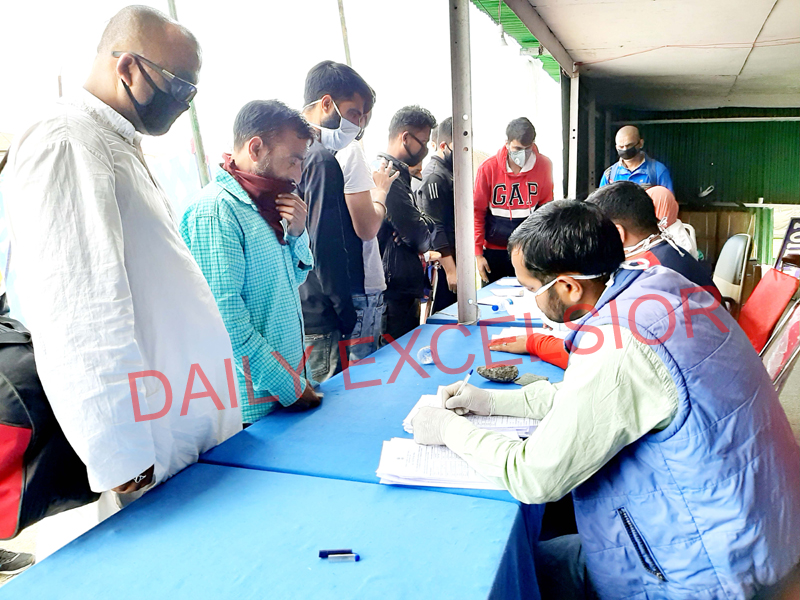 People being registered for quarantine in Lakhanpur on Wednesday. -Excelsior/Pardeep