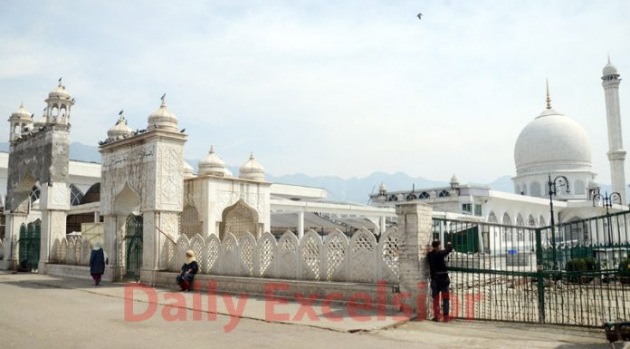 Deserted view of Hazratbal shrine, which houses the Holy relic of Prophet Muhammad (SAW) on the occasion of Mehraj-ul-Alam in Srinagar. —Excelsior/Shakeel