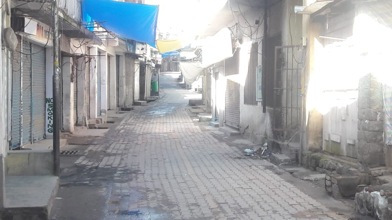 Complete shutdown was observed in Poonch in response to 'Janata Curfew' call on Sunday. —Excelsior/Gurjeet Bhajan