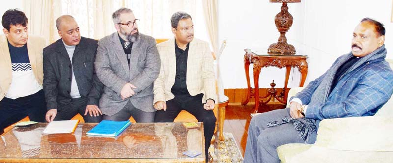 Lt Governor meeting delegation of Jammu and Kashmir Economic Forum.