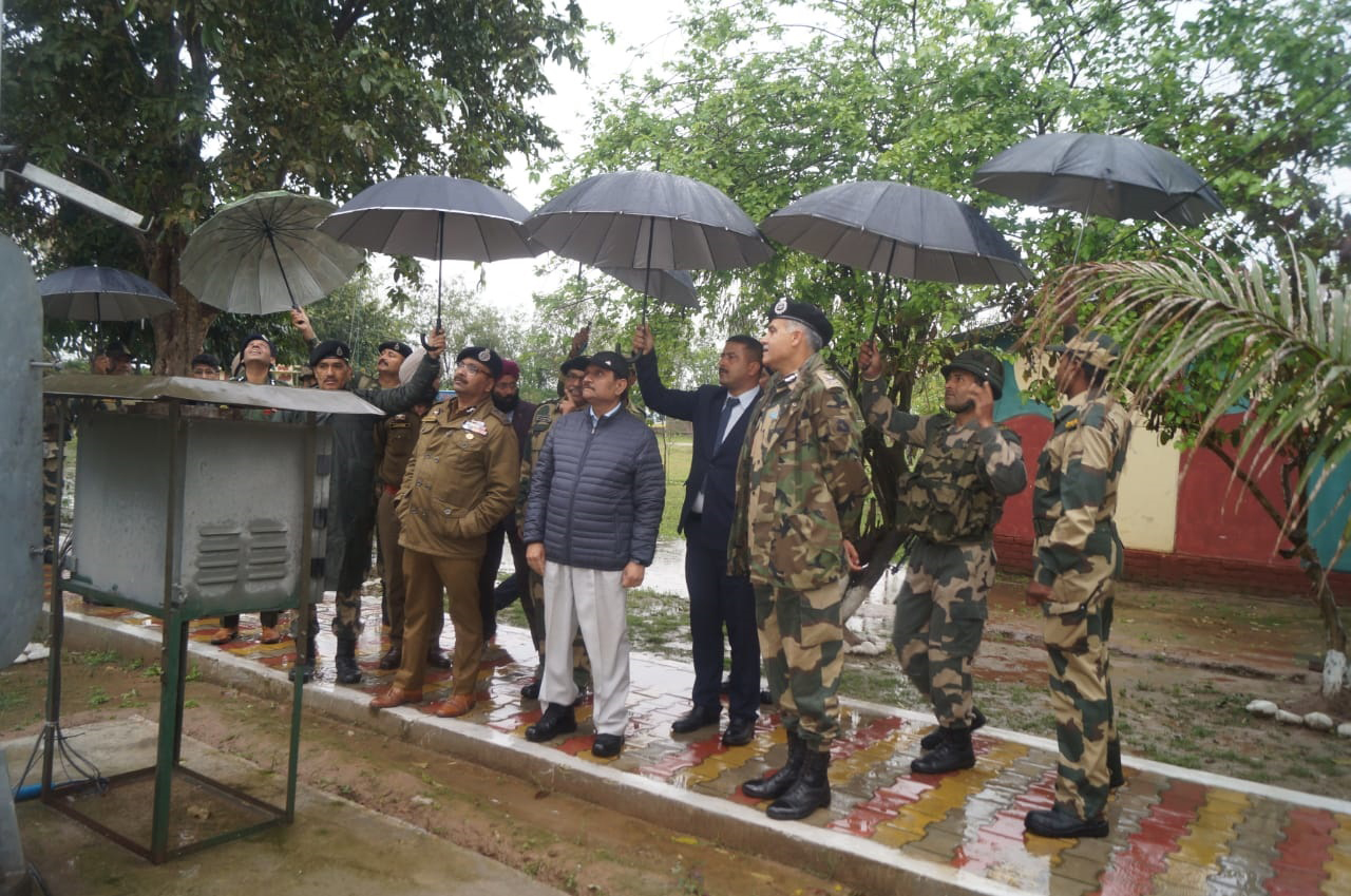 Advisor Bhatnagar alongwith DGP J&K and IG BSF during visit to a border area.
