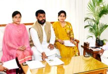 Lt Governor G C Murmu meeting with a delegation at Jammu on Tuesday.