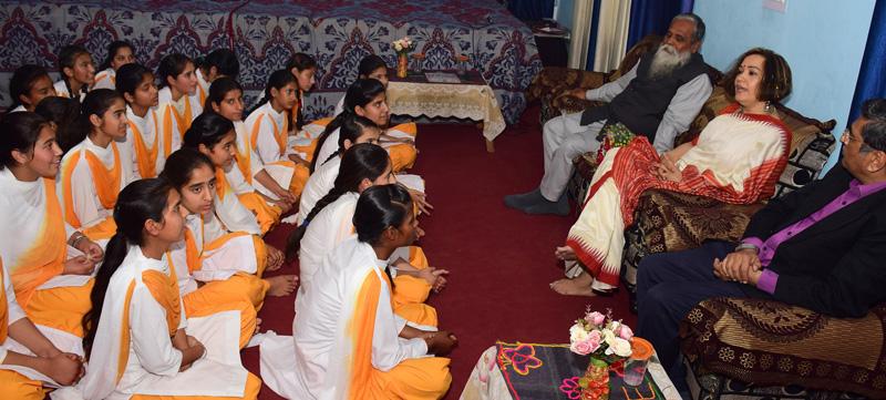 First Lady Smita Murmu interacting with girls students.