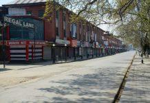 Streets wear deserted looks during lockdown in Srinagar. —Excelsior/Shakeel