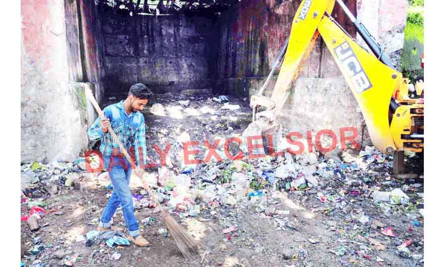 A safai karamchari engaged in cleaning operation in Jammu City on Thursday. -Excelsior/Rakesh