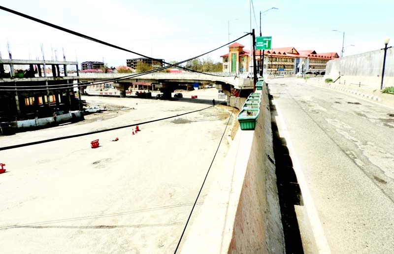 A deserted view of Jahangir flyover amid lockdown on Saturday.(UNI)