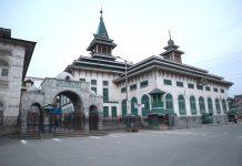 Deserted view of Dastageer sahab shrine in Srinagar on Friday . -Excelsior/Shakeel