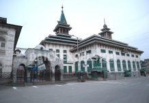 Deserted view of Dastageer sahab shrine in Srinagar on Friday. -Excelsior/Shakeel