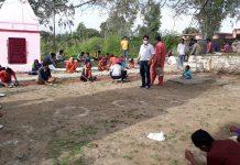 People having food during langar sewa in Panchayat Chadwal.