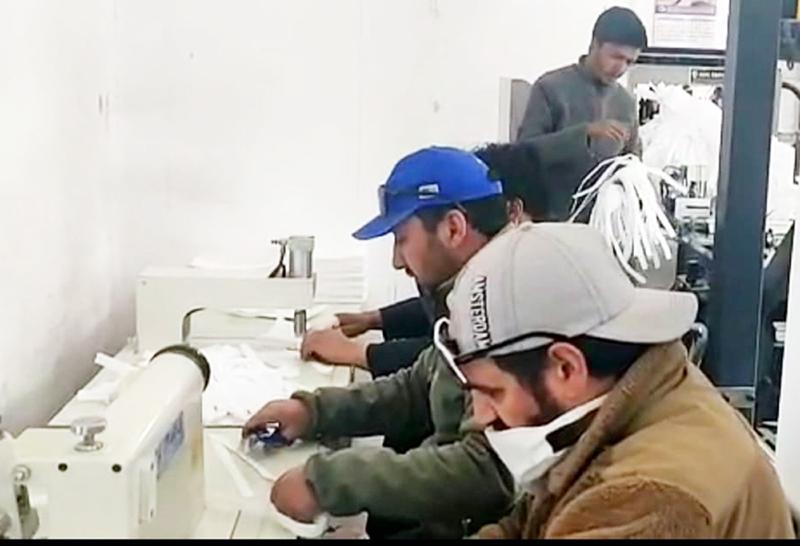 NGO 'Dream for a Change' preparing masks in Kargil. -Excelsior/ Basharat Ladakhi