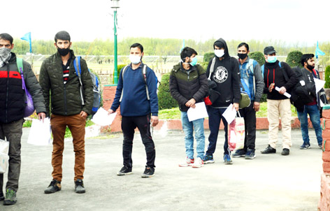People leaving for home after completion of quarantine in Srinagar on Wednesday. -Excelsior/ Shakeel
