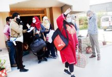 Students who have completed 14 days quarantine at a hotel in Srinagar. -Excelsior/Shakeel