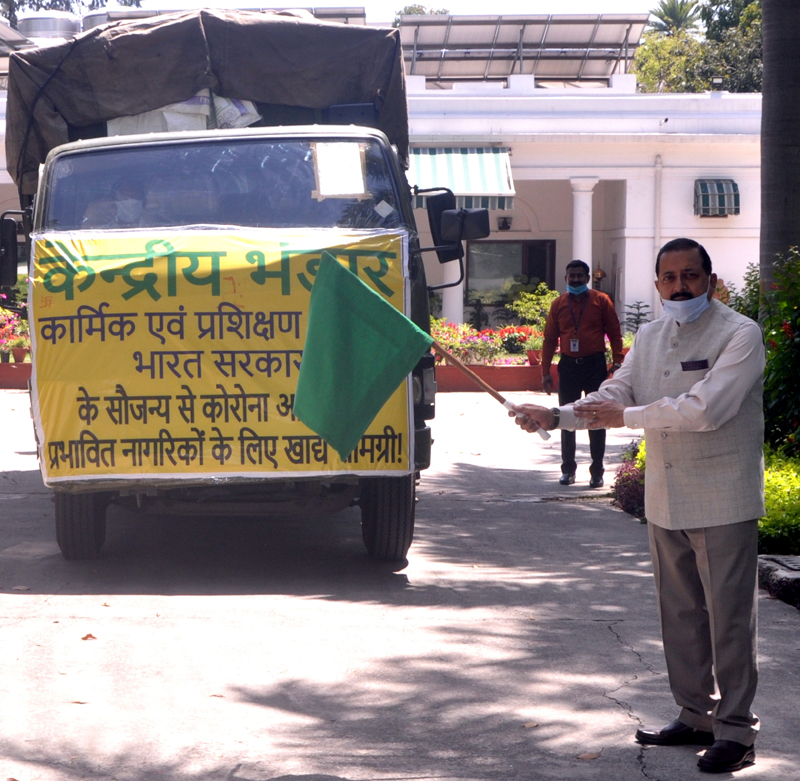 """Union Minister Dr Jitendra Singh formally flagging off distribution of Kendriya Bhandar """"Essential"""" kits for the needy, in the wake of COVID-19 outbreak, at New Delhi on Wednesday."""