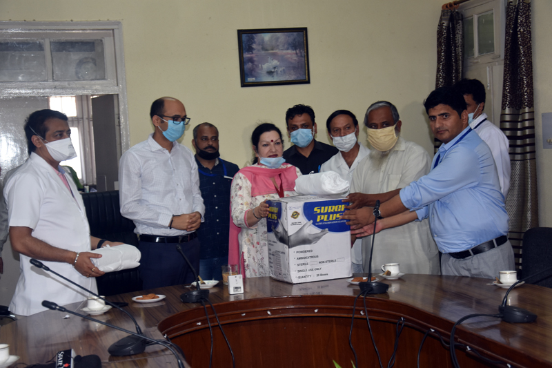 Rss Hands Over More Than 200 Ppe Kits To Gmc Jammu
