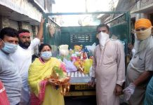 Rani Devi, Corporator Ward No. 34, Janipura collecting 'Saakh' from people for immersion in Tawi on Thursday.