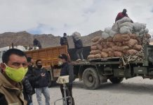 Essential commodities being unloaded in Leh
