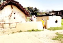 As the family has nothing to feed children looking towards road with a hope that some body from administration may come with ration on Monday. -Excelsior/Badyal