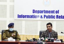 DC Srinagar addressing press conference. — Excelsior/Shakeel