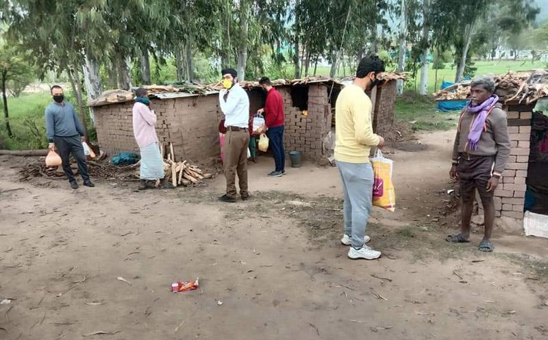 Rashtriya Sawayam Sevaks distributing ration among needy persons.