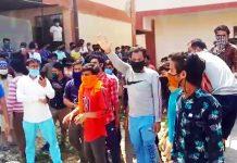 Quarantine centre inmates protesting against lack of facilities. —Excelsior/Ramesh Mengi