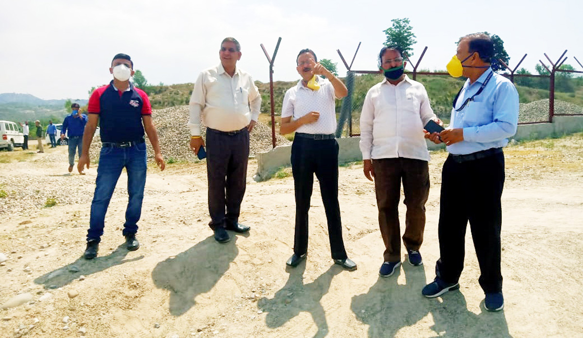 JMC Mayor alongwith others inspecting developmental work at Nagrota Cattle pond.