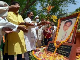 Congress workers pay floral tribute to former Prime Minister Rajiv Gandhi on his death anniversary at Anand Bhawan, during the ongoing nationwide COVID-19 lockdown, in Prayagraj.