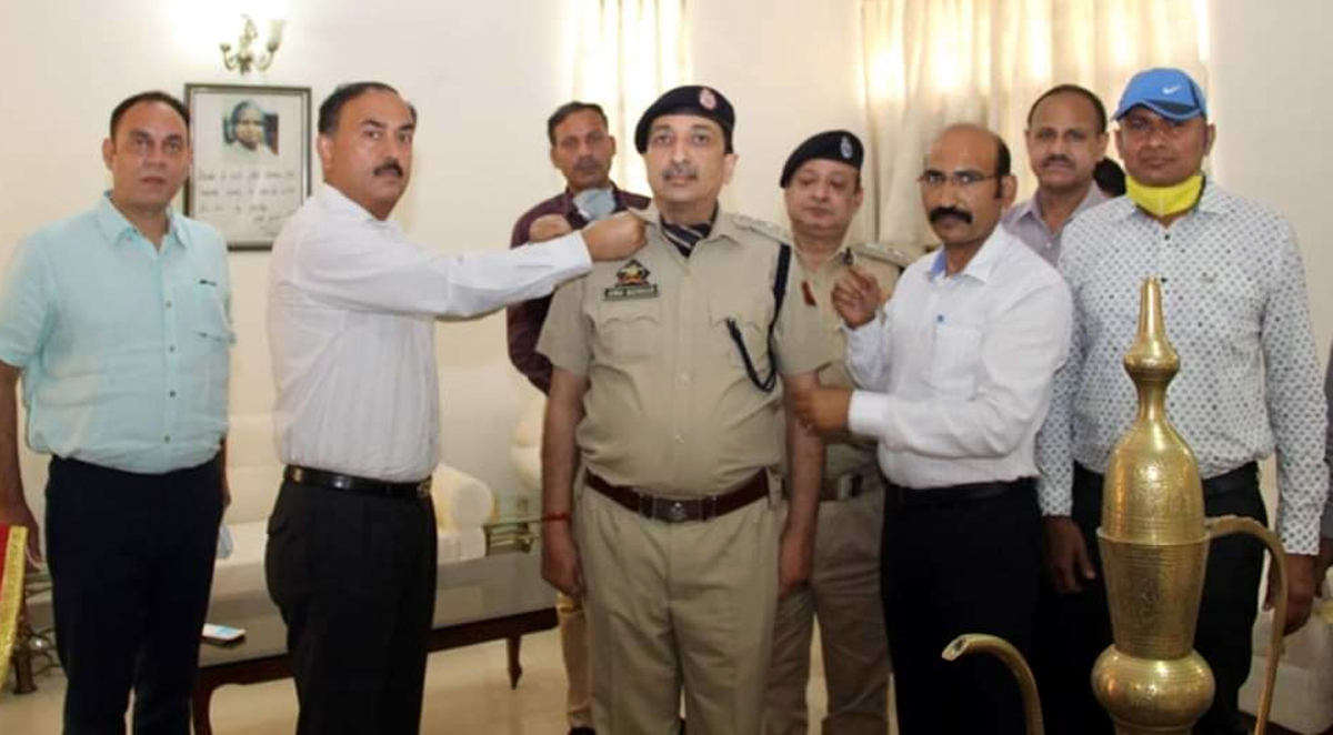 Director Police Academy Dr SD Singh Jamwal decorating newly promoted DySP Anu Sharma.