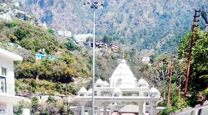 A view of deserted 'Darshani Deodi' (entrance) of Shri Mata Vaishno Devi Ji shrine at Katra town of Reasi district. (UNI)
