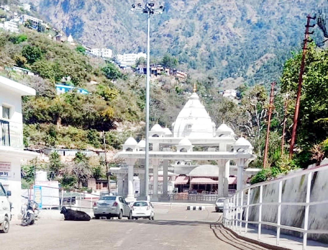 A view of deserted 'Darshani Deodi' (entrance) of Shri Mata Vaishno Devi Ji shrine at Katra town of Reasi district. (UNI)