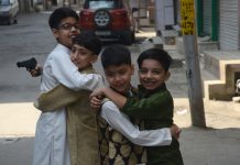 Children hug each other on Eid-ul-Fitr amid lockdown in Srinagar. — Excelsior/Shakeel