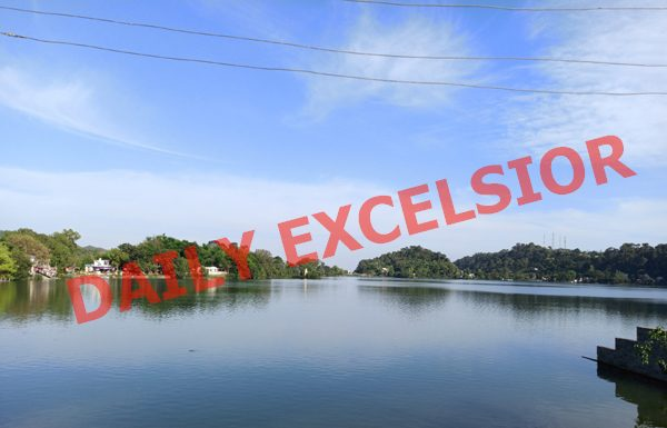 Deserted Mansar lake in Samba district during lockdown. —Excelsior/Abhishek Badyal