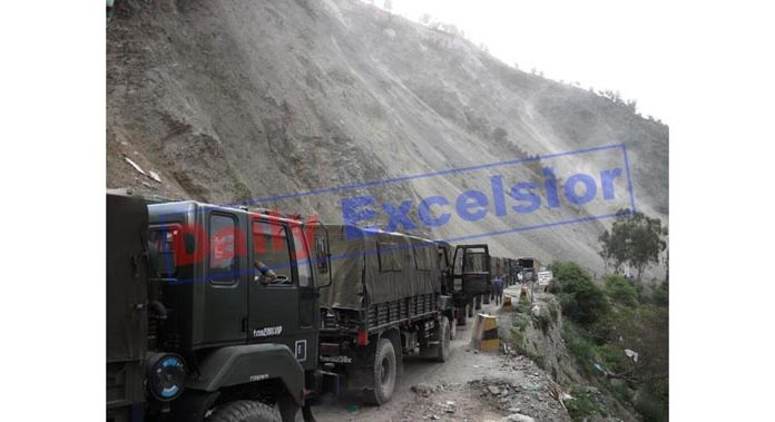 Army convoy stranded on highway at Ramban after landslides on Thursday. —Excelsior/Parvez Mir