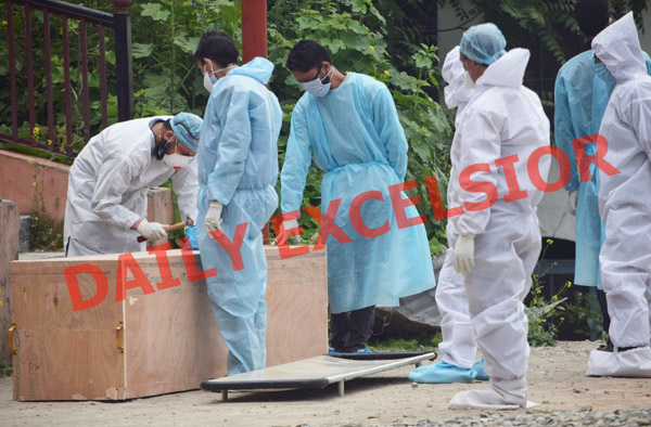 A COVID patient being taken for burial in Srinagar on Monday. —Excelsior/Shakeel