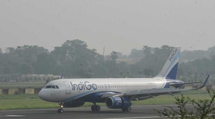 An Indigo flight from New Delhi landing at Jai Prakash Narayan International Airport in Patna on Monday. (UNI)