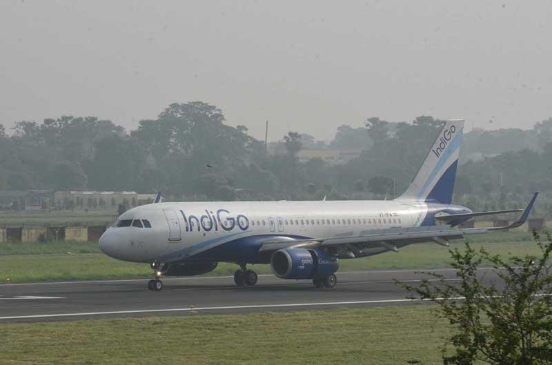 An Indigo flight from New Delhi landing at Jai Prakash Narayan International Airport in Patna on Monday. (UNI)