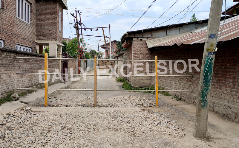 A locality in Srinagar City sealed after a COVID-19 +ve case was reported there. —Excelsior/Shakeel
