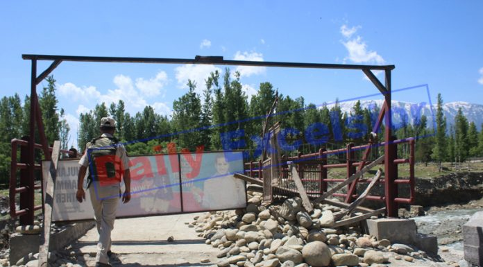 Curbs imposed in Kunzer town of Baramulla after being declared as Red Zone on Sunday. — Excelsior/Aabid Nabi