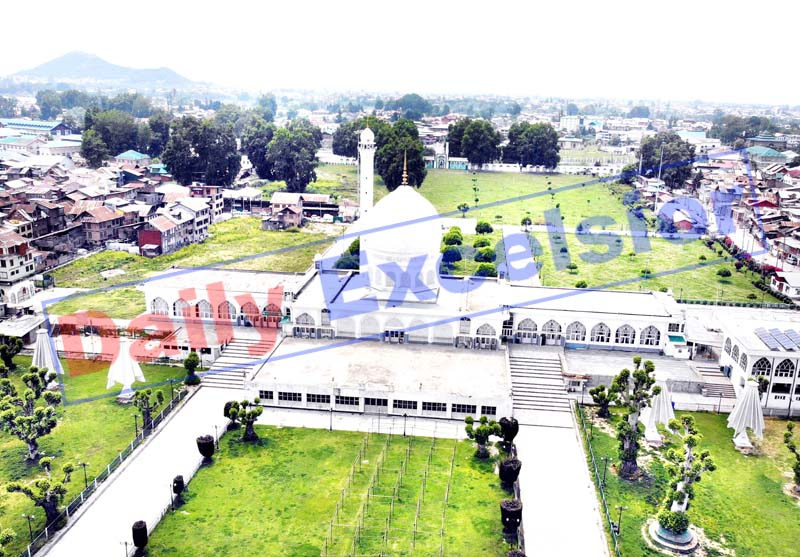 A view of Jamia Masjid on Jumat-ul-Vida during lockdown in Srinagar on Friday. -Excelsior/Shakeel