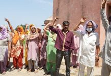 Palli villagers protesting against water scarcity. —Excelsior/Madan