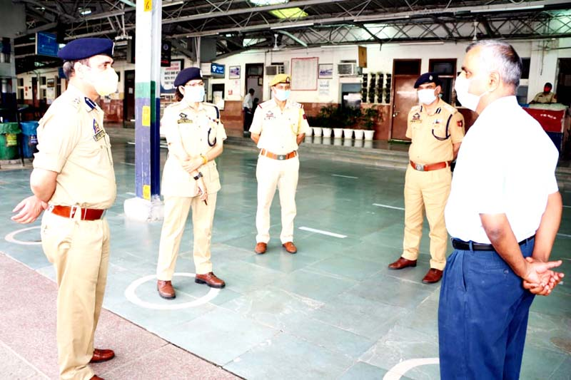 GRP officers being briefed by their senior at Jammu Railway Station.