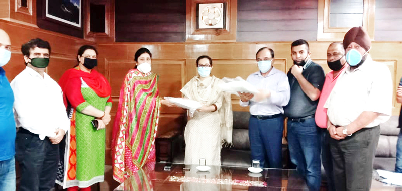 BBIA office bearers presenting PPE kits to Director I&C, Anoo Malhotra.