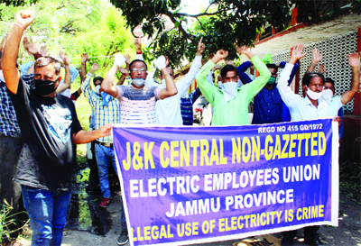 Power workers staging protest against Govt near Press Club in Jammu on Friday. -Excelsior/ Rakesh